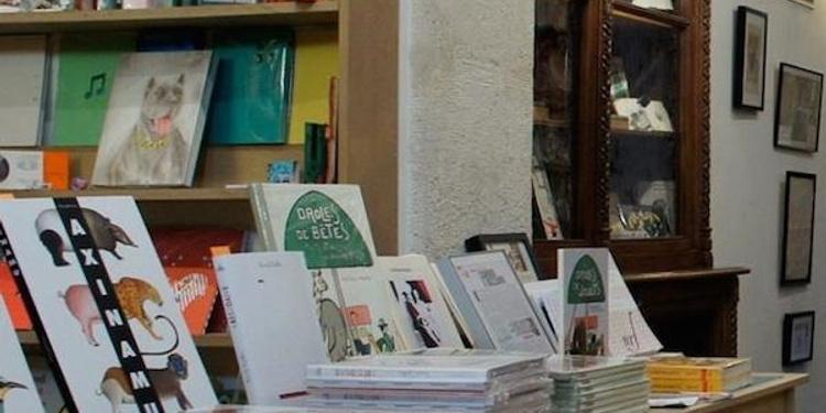 Chez les libraires associés
