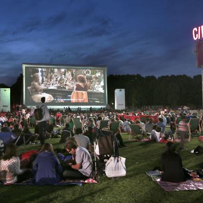Le cinéma prend l'air à Paris pour l'été