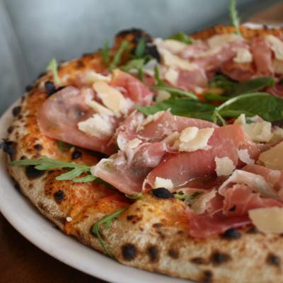 Restaurant Simonetta : pizza et terrasse au bord du canal de l'Ourcq