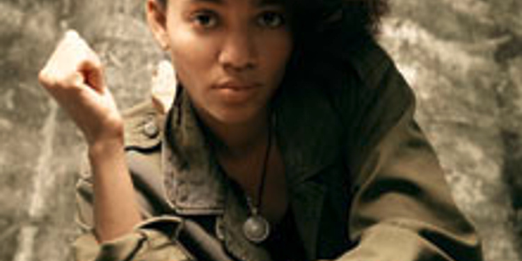 Nneka en session acoustique