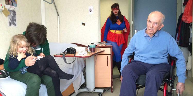 Wonder Woman enterre son papa