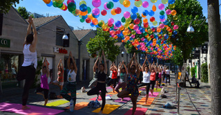 Yoga Afterwork :  un cours de yoga au coeur de Bercy Village