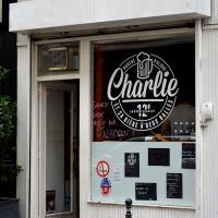 Charlie... et sa bière à deux balles
