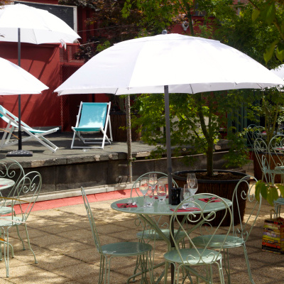 Le Bar à Bulles : une terrasse sur le toit de la Machine du Moulin Rouge