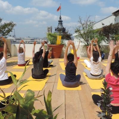 Lolë Spring Meet-ups : cours de yoga gratuits perchés sur un rooftop !